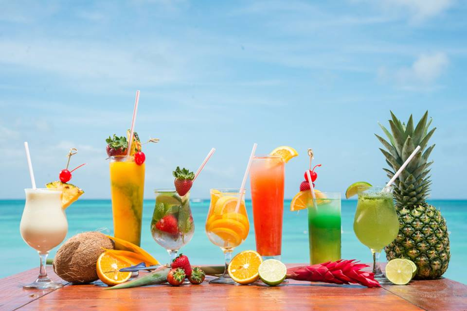 Hold Onto Summer With These 6 Aruba Cocktails