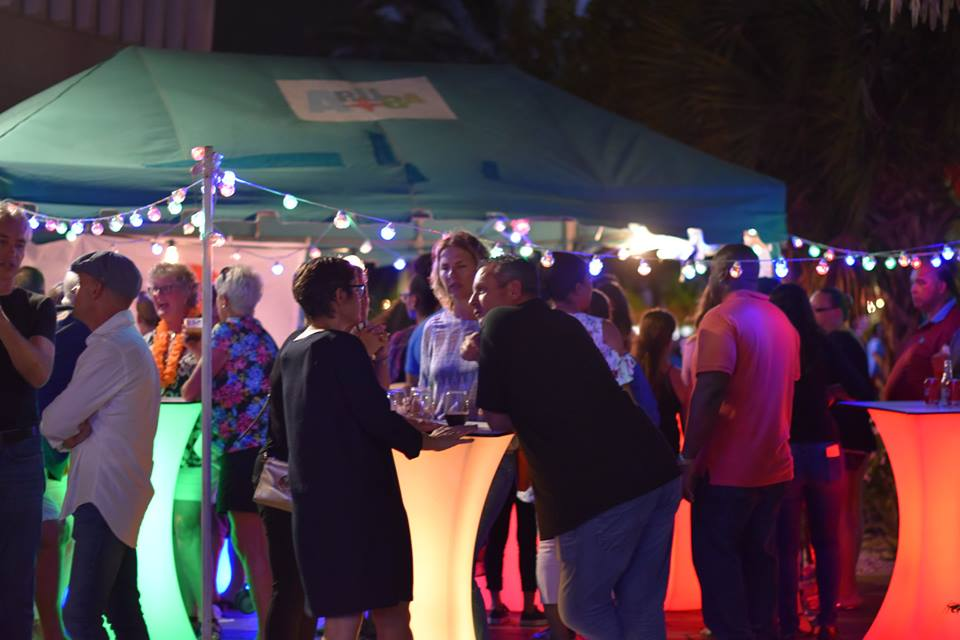 food-truck-festival-2018-ambiance-people-live-music-drinks-aruba-visitaruba-review-blog