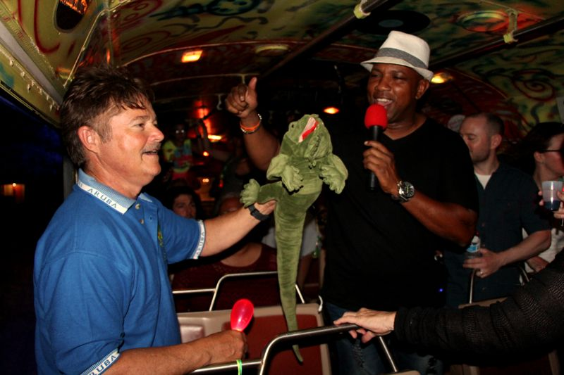 eclipse-karaoke-party-bus-aruba-visitaruba-fun-night-out
