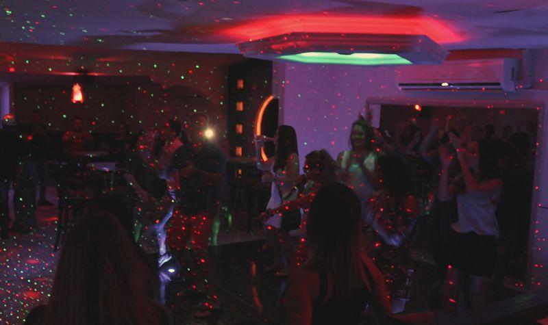 eclipse-vip-nightclub-aruba-karaoke-party-bus-visitaruba