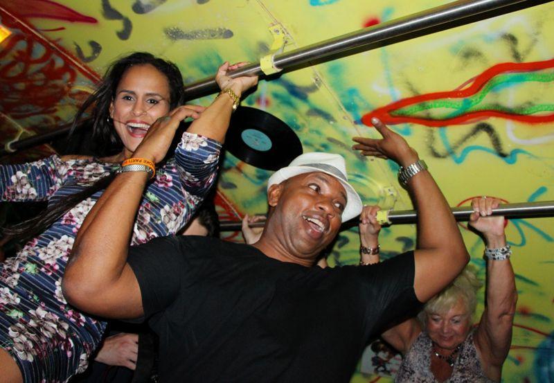karaoke-party-bus-aruba-owner-giovanni-king-of-singing-visitaruba