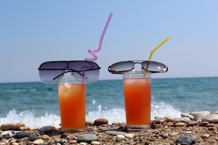15-spots-to-go-for-happy-hour-drink-deals-inaruba-blog-by-megan-rojer-visitaruba