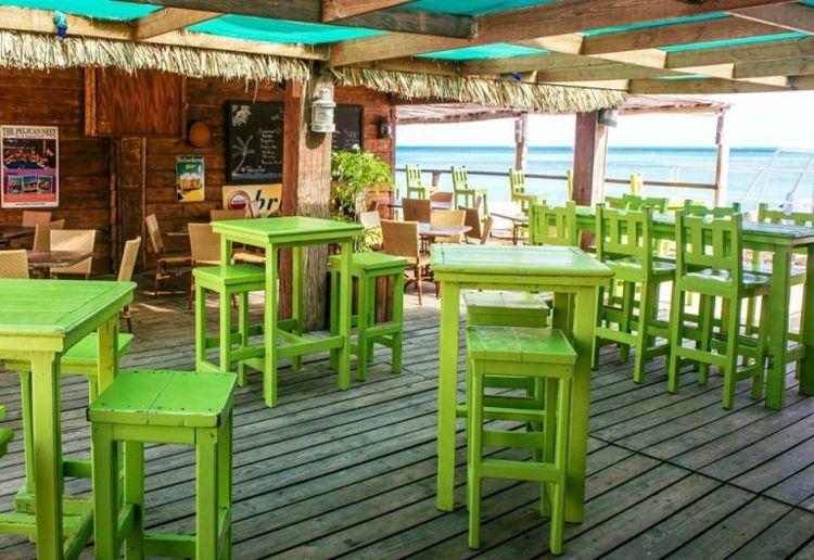 Bar-Pelican-Pier-Happy-hour-in-Aruba-Blog-by-Megan-Rojer-of-VisitAruba