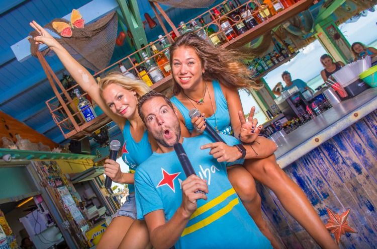Bugaloe_beach-bar-and-grill-aruba-Happy-Hour-Entertainment-visitaruba