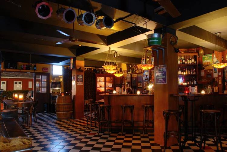 Cafe-Chaos-Aruba-dutch-bar-happy-hour-blog-by-visitaruba