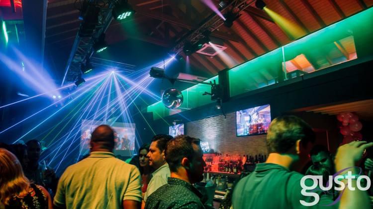 gusto-nightclub-aruba-late-night-happy-hour-blog-by-visitaruba