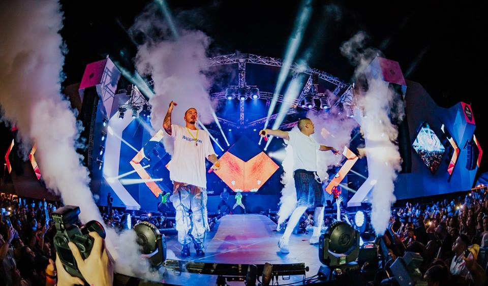 J-Balvin-and-Bad-bunny-live-on-stage-in-aruba-island-takeover-visitaruba-blog