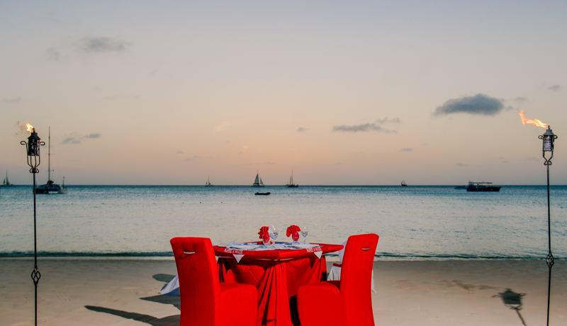 Hyatt-Regency-Aruba-Pampered-Dusk-dinner-on-the-beach-in-aruba