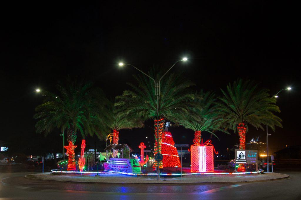 christmas-roundabout-visitaruba