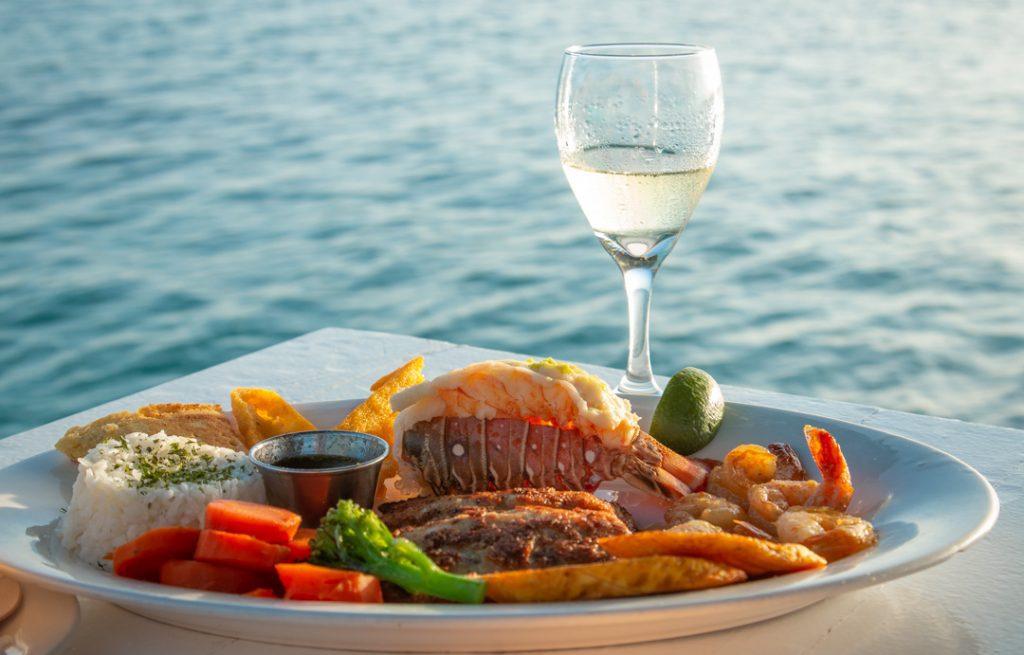 Aruba Foodie Adventure: Seafood and Local Cuisine