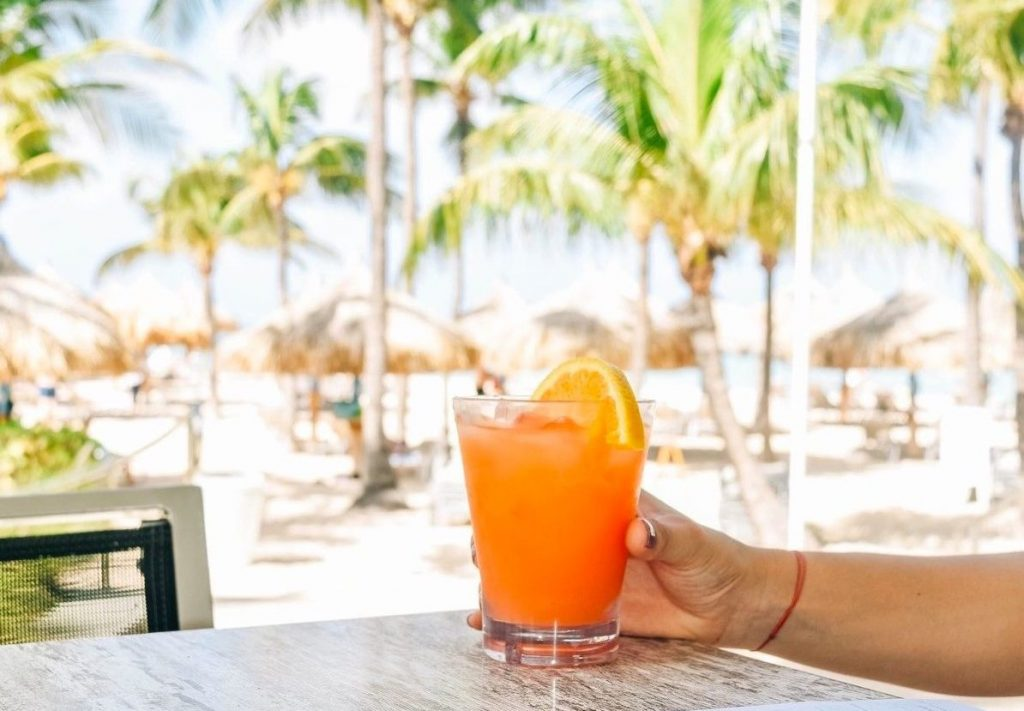 Hold Onto Summer With These 7 Aruba Cocktails