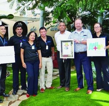 Aruba Airport Authority N.V. (AAA) receives exceptional awards during LAN's arrival on the island