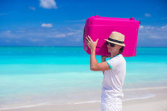 Aruba Essential Health Supplies shares some helpful tips on lifting and carrying luggage during your vacation trip