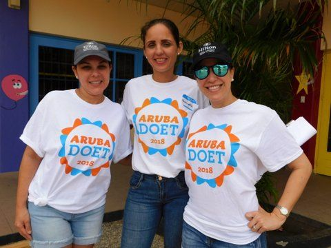 The Hilton Aruba Caribbean Resort & Casino Volunteers with Aruba Doet