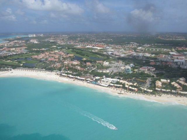 aruba-aerial-view-of-eagle-beach-druif-bushiri-flights-arriving-visitaruba