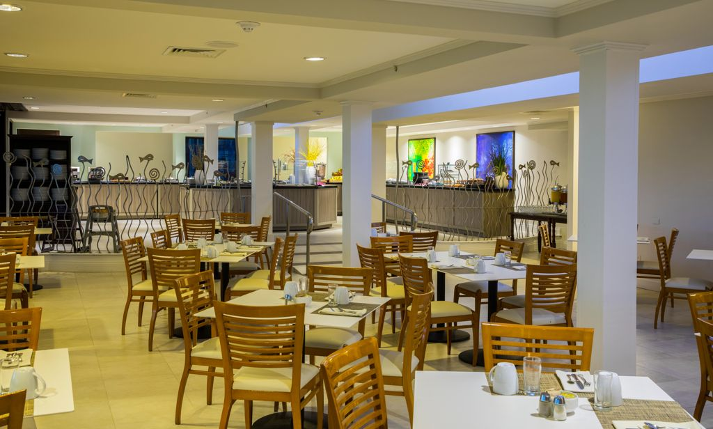 Laguna Restaurant of Hilton Aruba Offers a Full American Buffet Breakfast with Unlimited Mimosas