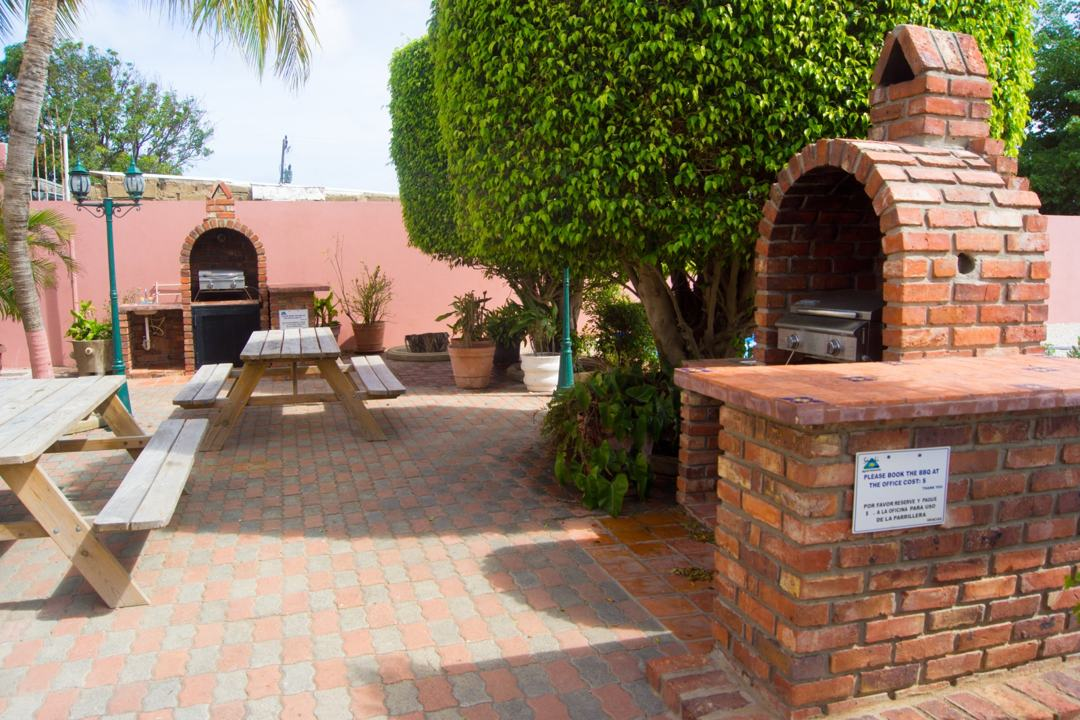 sasaki-apartments-aruba-outside-community-area-bbq-patio