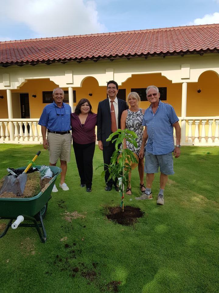 bucuti-and-tara-beach-resorts-aruba-plantaruba-ban-lanta-y-planta-campaign-ewald-biemans
