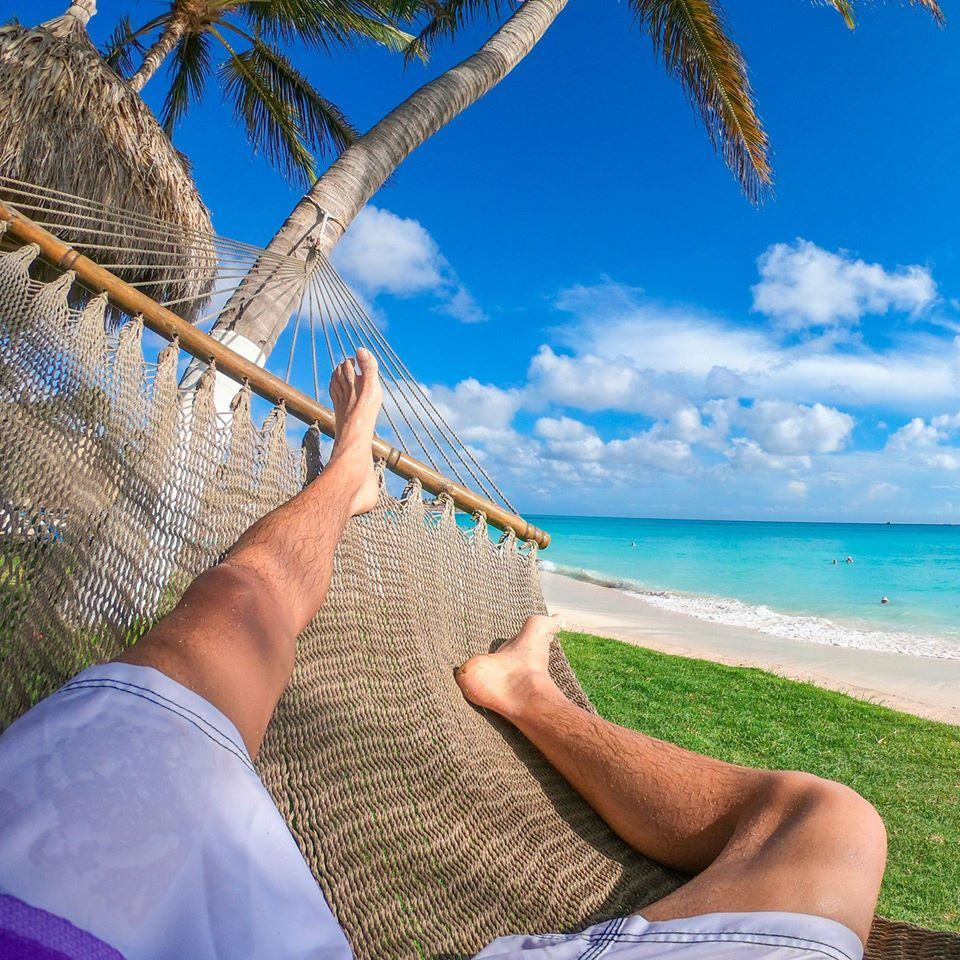 chilling-in-hammock-hamaca-in-aruba-at-divi-beach-visitaruba