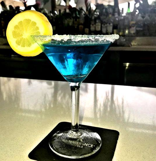 blue-renaissance-aruba-resort--hotel-casino-drinks-edit.jpg
