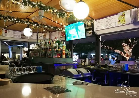 gelatissimo-bistro-aruba-interioir-bar-contact-location-info-visitaruba-550.jpg